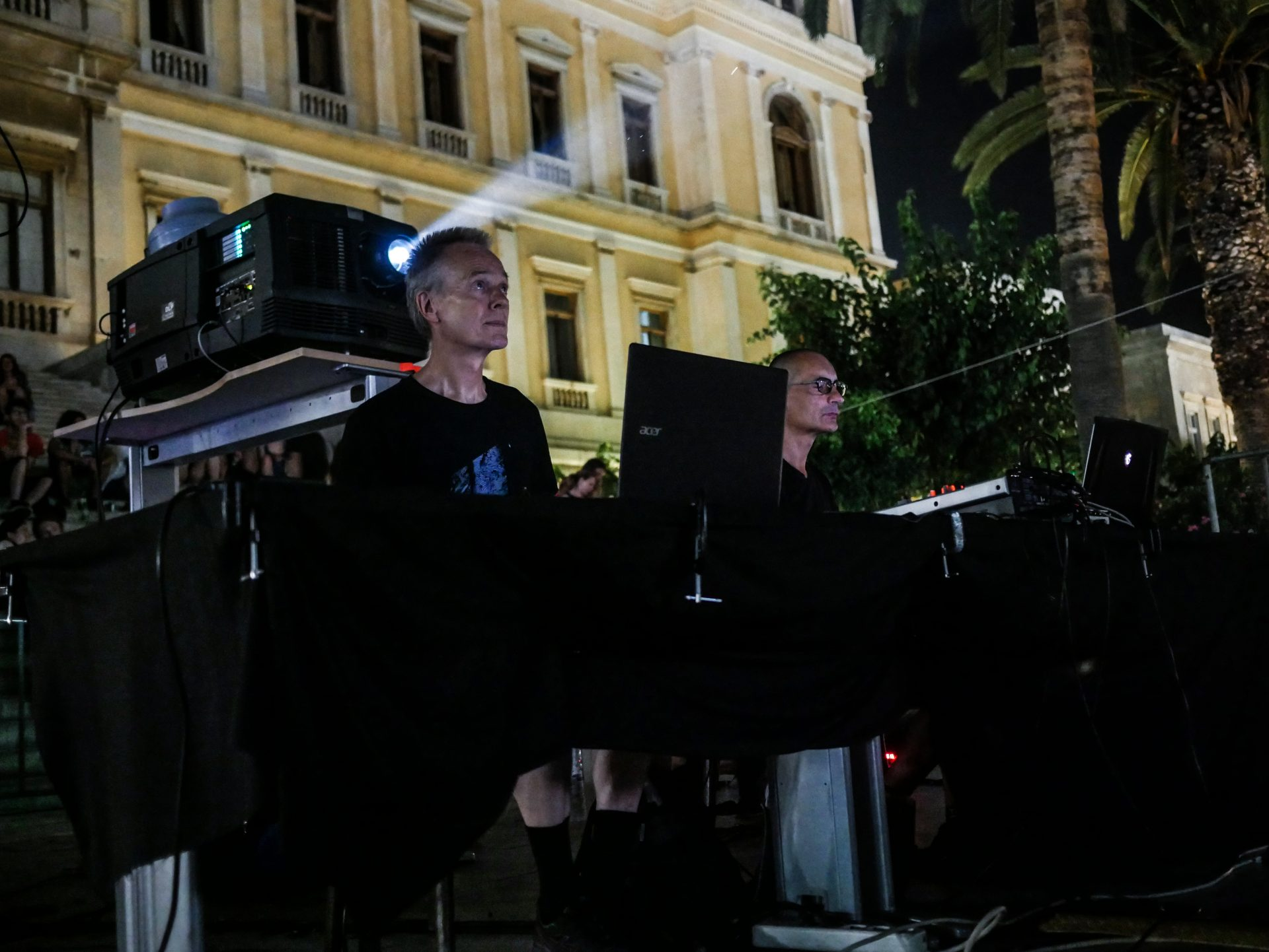 Jürgen Reble and Tomas Khöner performing live at Miaouli Sqauri in 2018 [Photo by Myrto Tzima]